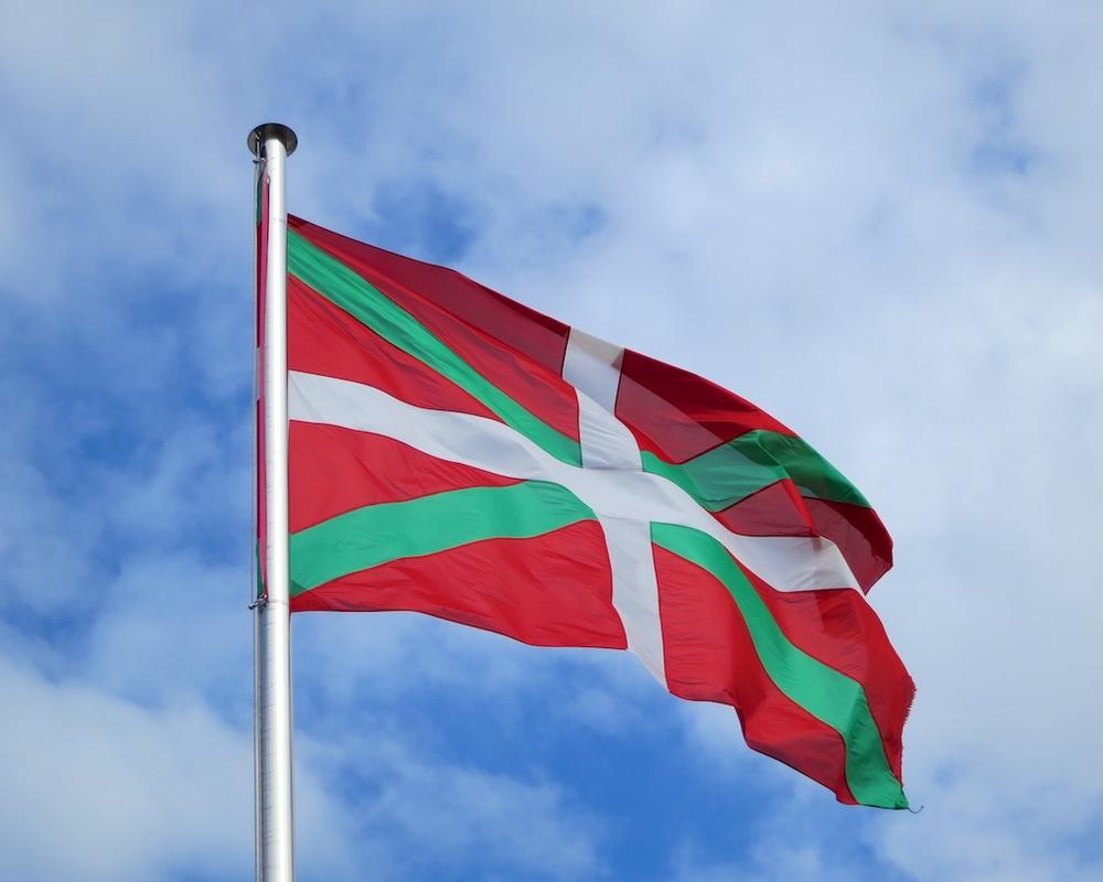 страна басков флаг фото внешности девушка