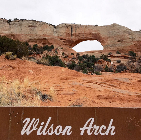 Utah_WilsonArch_1.jpg