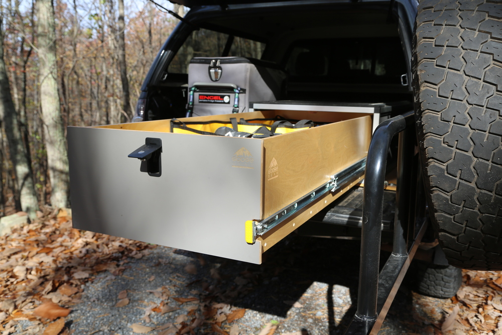 An added compression latch keeps the drawers shut tight and eliminate weight shifting when negotiating rough terrain.