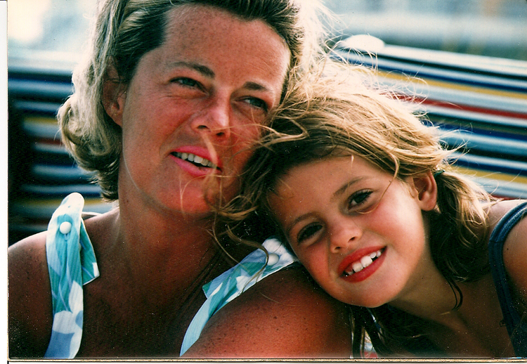 kelly+with+mom+on+beach.jpg