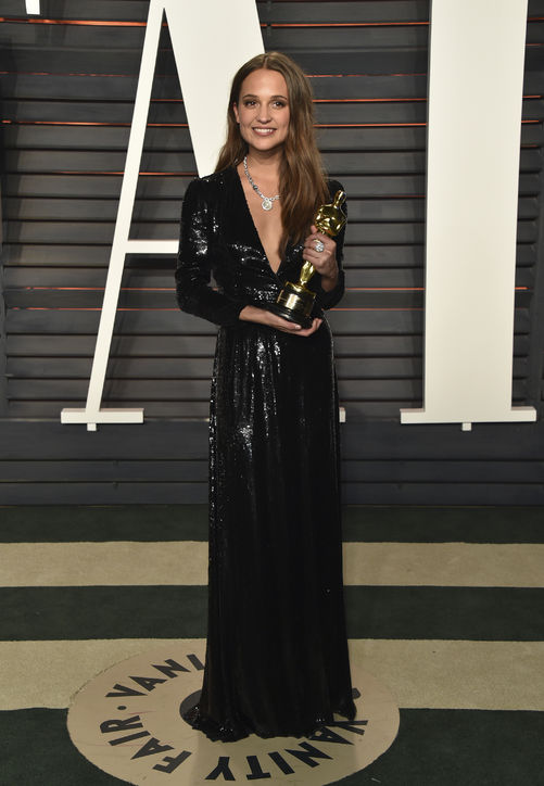 oscars-2016-after-party-alicia-vikander-h724.jpg