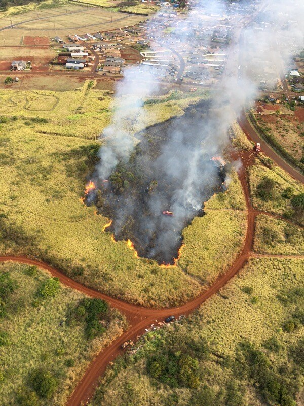 30-acre brushfire near homes in Anahola. Credit: Kauai Fire Department