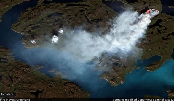 The Sentinel-2 satellite captured a wildfire burning in western Greenland.  Credit:  Pierre Markuse    Flickr   ( CC BY 2.0 )