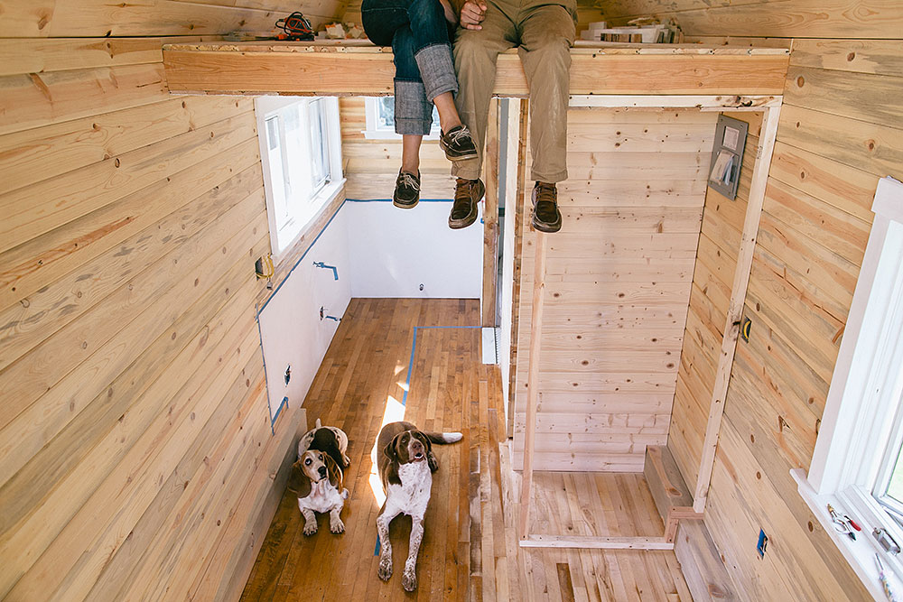 Couple_with_Dog_inside_tiny_house.jpg