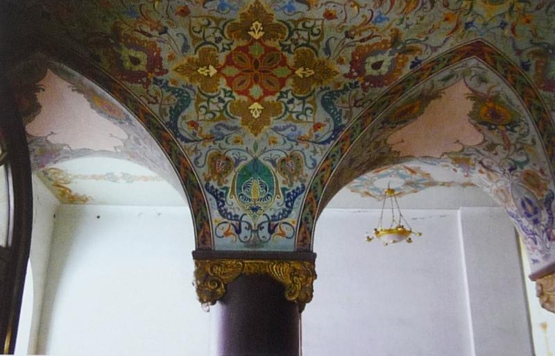 Внутренняя роспись стен в первом корпусе. Фото: burusi.wordpress.com