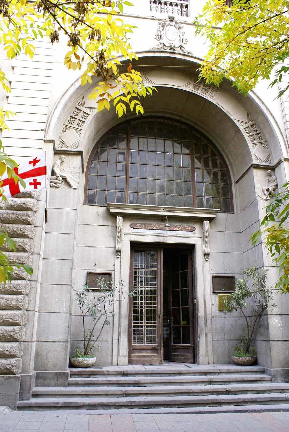 Вход во второй корпус. Фото: Национальная библиотека Грузии
