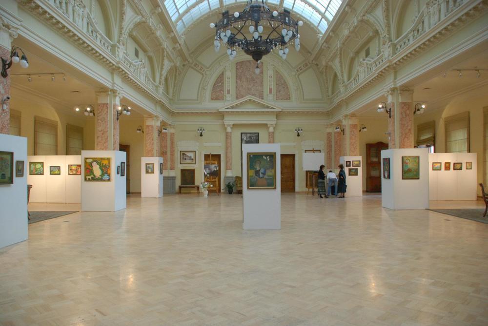 Интерьер. В залах библиотеки нередко проходят выставки. Фото: Национальная библиотека Грузии