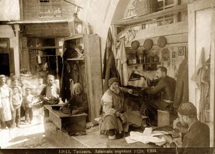 Тифлисские ремесленники. Фото: Национальная библиотека Грузии