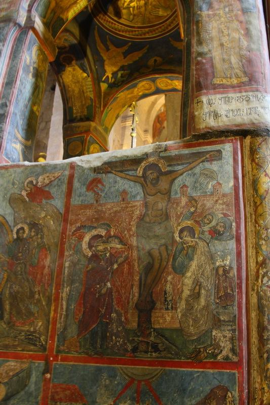 Обратите внимание на странные изображения прямо под руками Христа. Похоже на медуз или на взлетающие НЛО. Икона очень древняя!