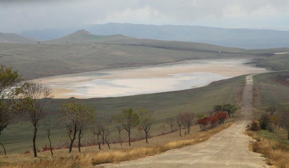 Соленое озеро. Говорят, что грязь из него не хуже, чем из Мертвого моря
