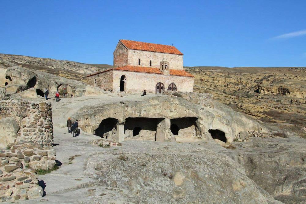 Над пещерами солнцепоклонников выстроили православный храм