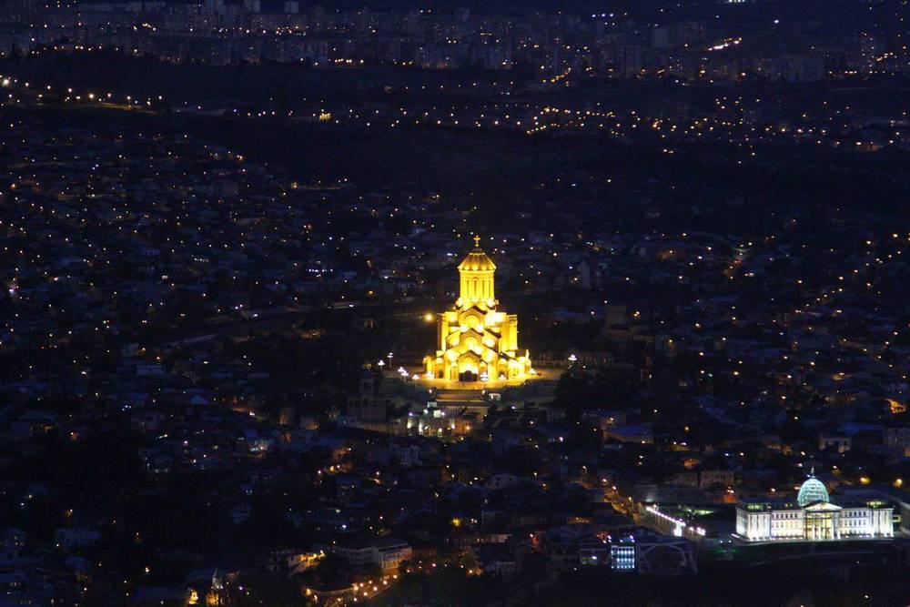 На самую высокую точку Тбилиси, в парк у основания телебашни мы поднялись только к вечеру