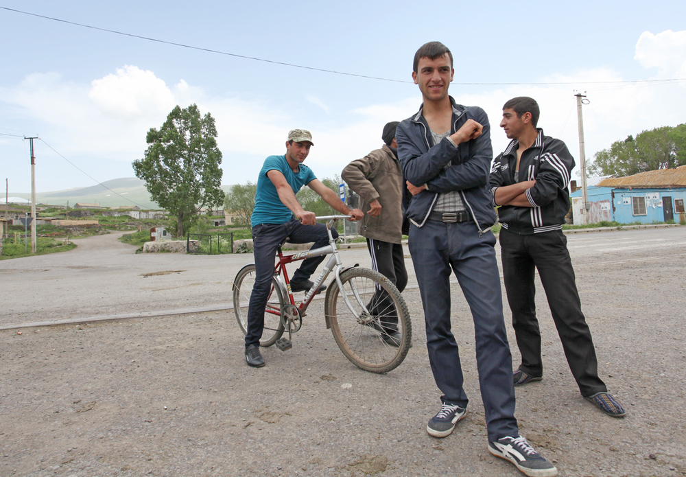 4_young men with a bike_RSZD.jpg