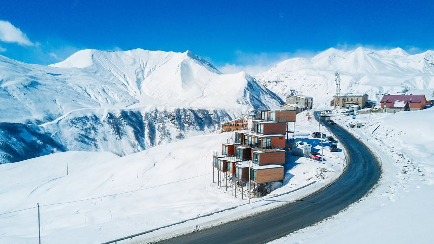 Quirky-shipping-container-hotel-at-2200-meters-above-sea-level-58b9312238a31__880.jpg