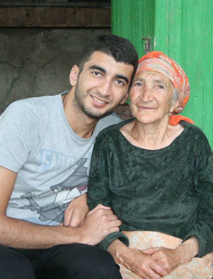 (фото: с любимой бабушкой Джамилей)
