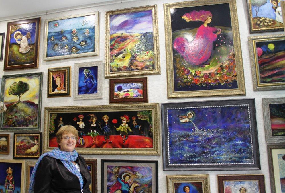 Одна стена в галерее отдана под работы Гуги Тевдорадзе