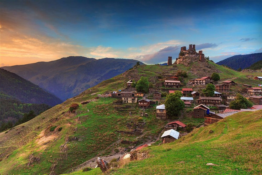 Mountain village tower houses in Tusheti © PrimePhoto / Shutterstock