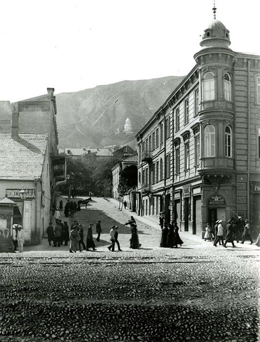 """Ресторан """"Воды Лагидзе"""" - на фото справа. Начало 20 века. Фото: Национальная библиотека Грузии"""