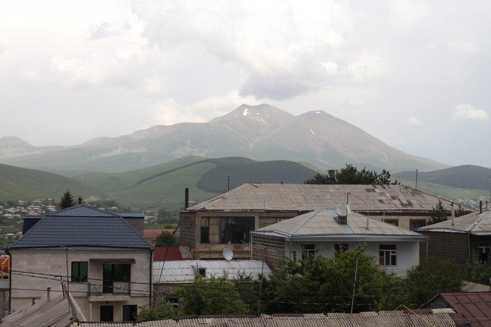 ...Каких-то 1010 лет назад и намного раньше - гора Абул все прекрасно помнит