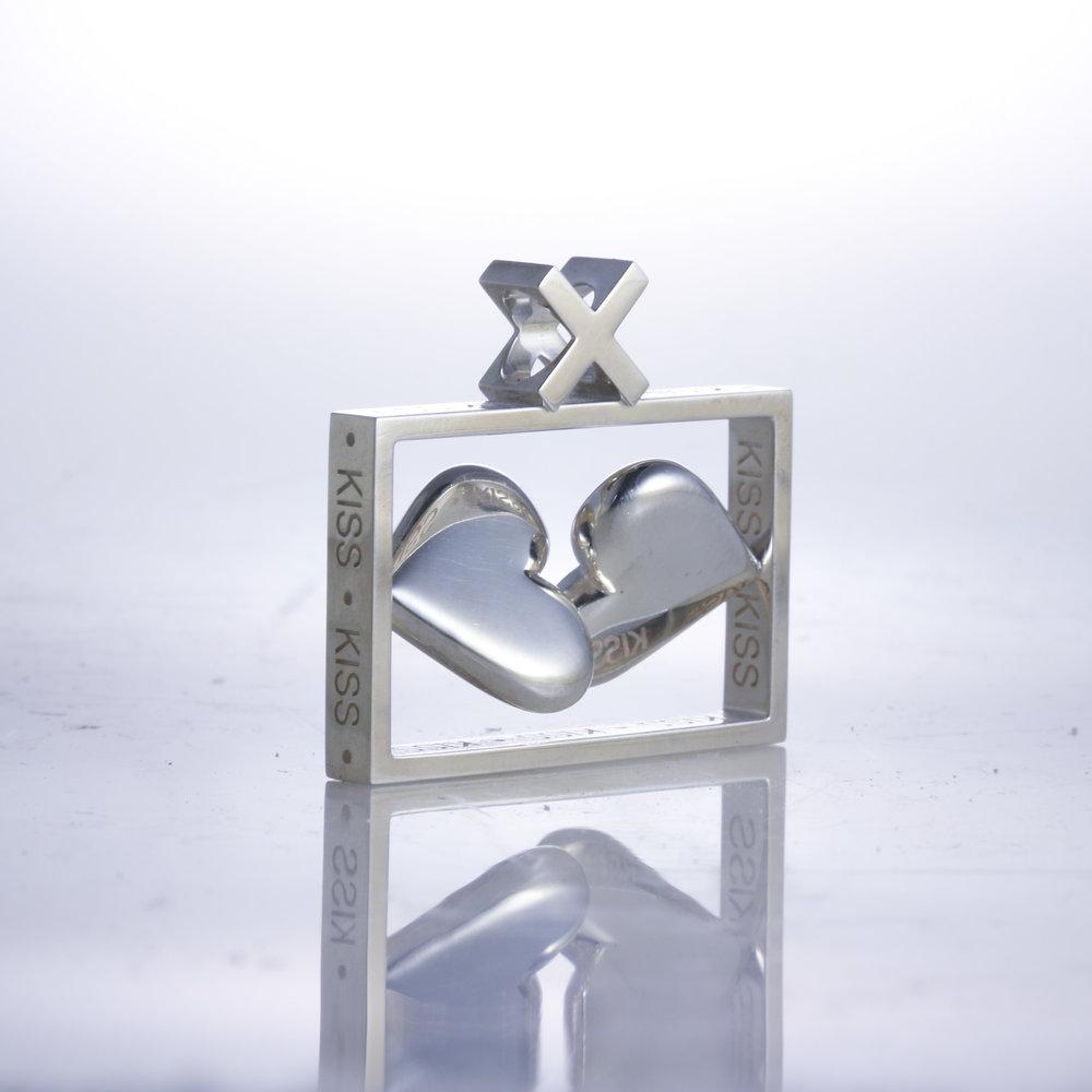 Kiss Pendant   silver