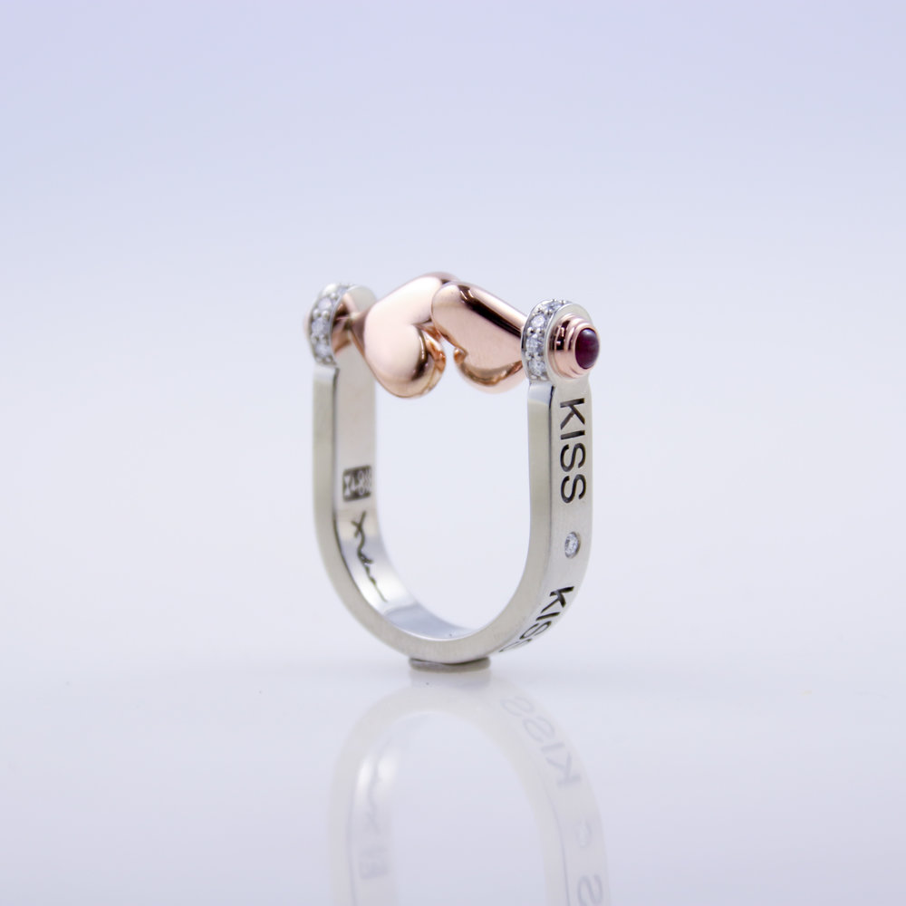 Kiss Ring   white gold, rose gold, garnet