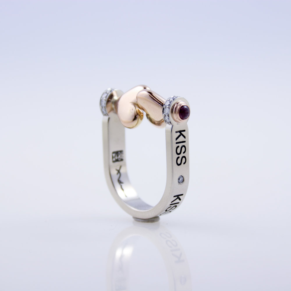 Kiss Ring   white gold, yellow gold, garnet