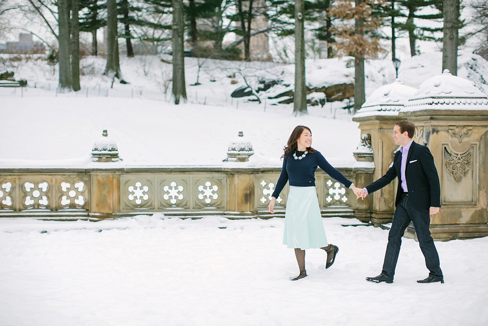 central_park_new_york_city_winter_engagement_photos_0019.jpg