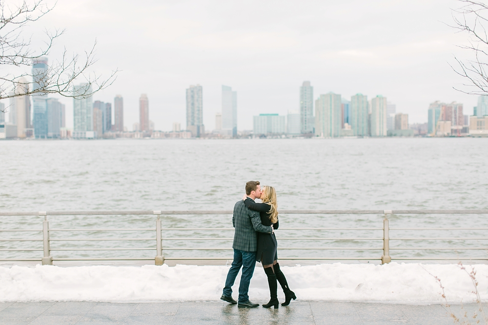 hudson_river_park_new_york_city_engagement_photos_0067.jpg