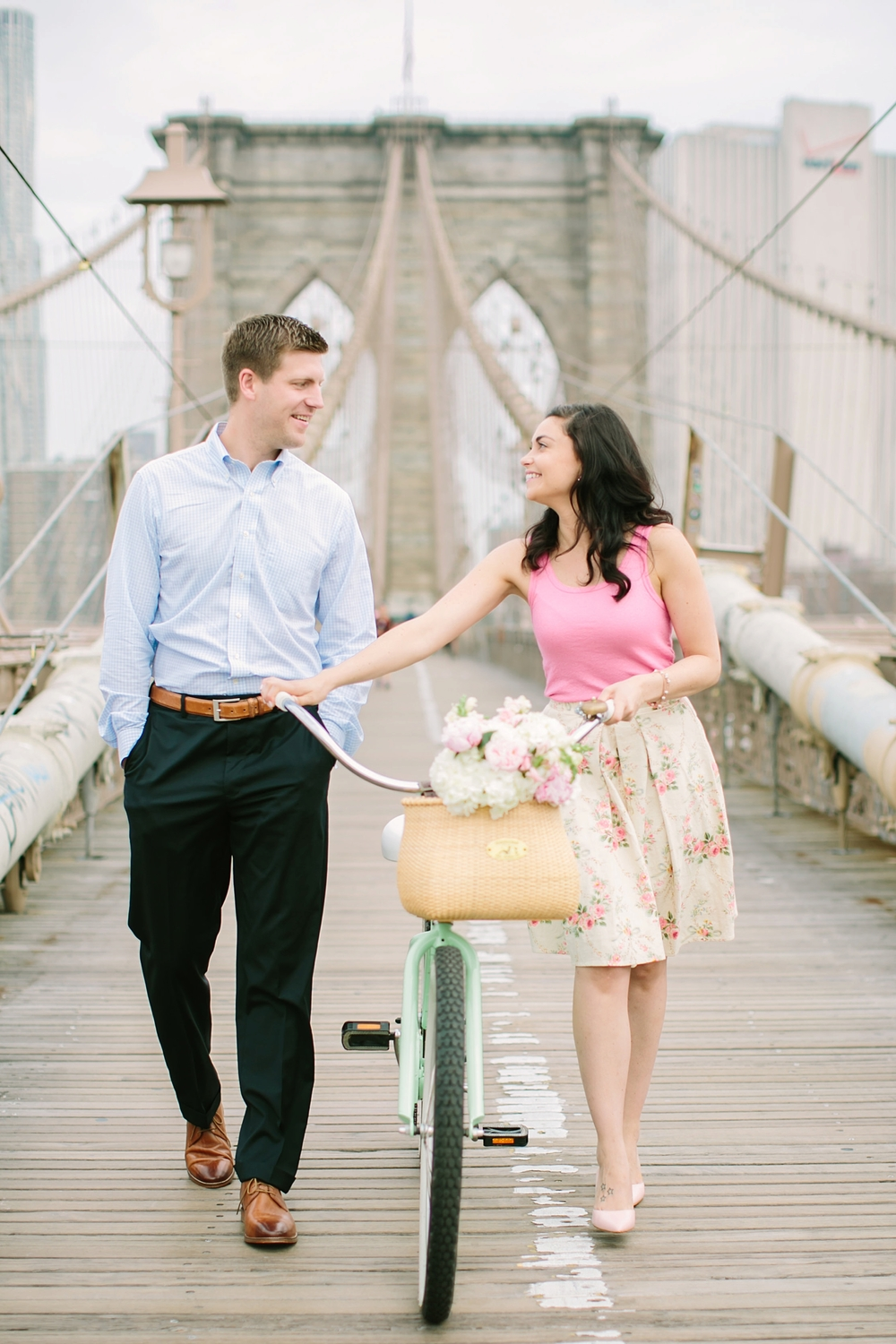 brooklyn-bridge-new-york-engagement-photos_0005.jpg