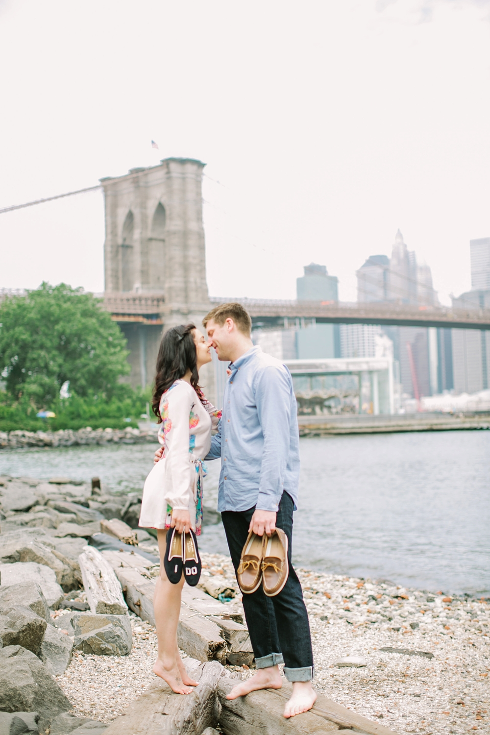 brooklyn-bridge-new-york-engagement-photos_0021.jpg