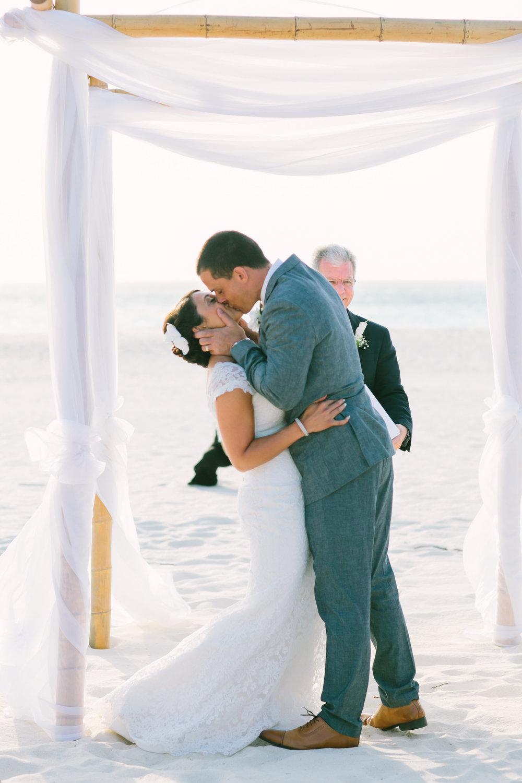 loveandlightphotographs_dayna&tom_arubawedding-486.jpg