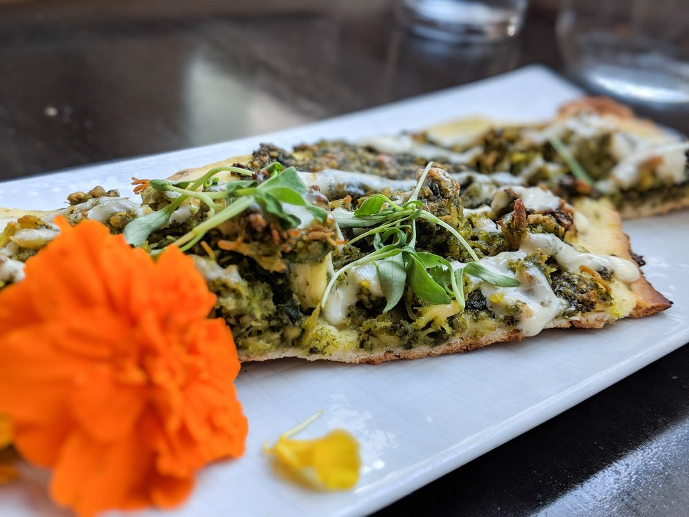- We devoured the delectable B Cubed Flat Bread with roasted chicken and cilantro pesto. The light and vibrant fresh flavors paired well with Smith Story's 2017 Sauvignon Blanc and 2015 Sonoma Coast Chardonnay. We'll definitely be craving this combination all summer long!
