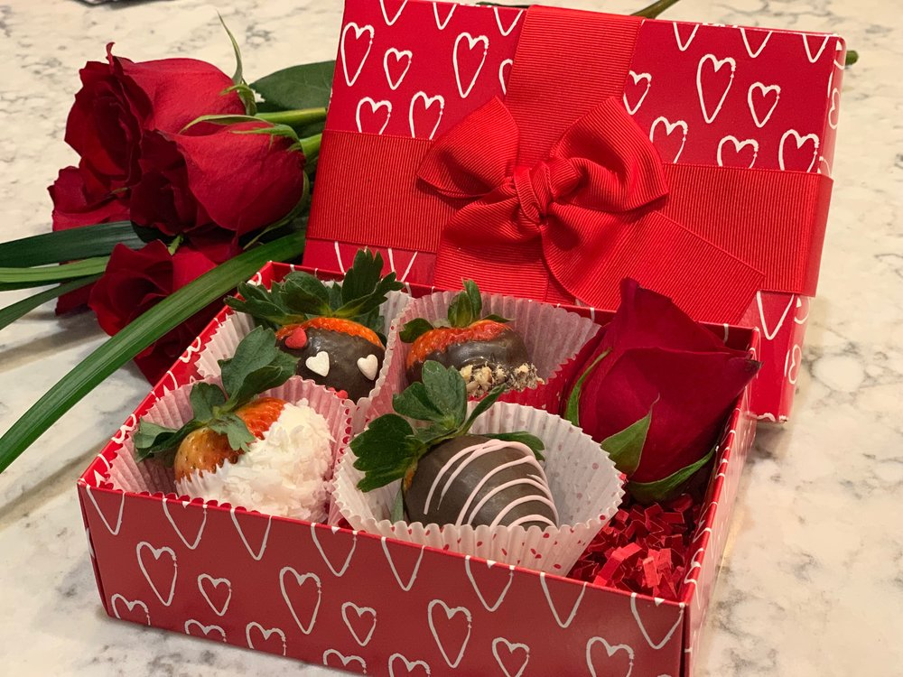 Dessert: Assortment of Chocolate Dipped Strawberries and Champagne