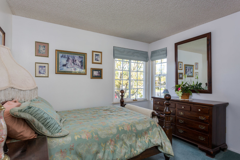 upstairs-bedroom1.jpg
