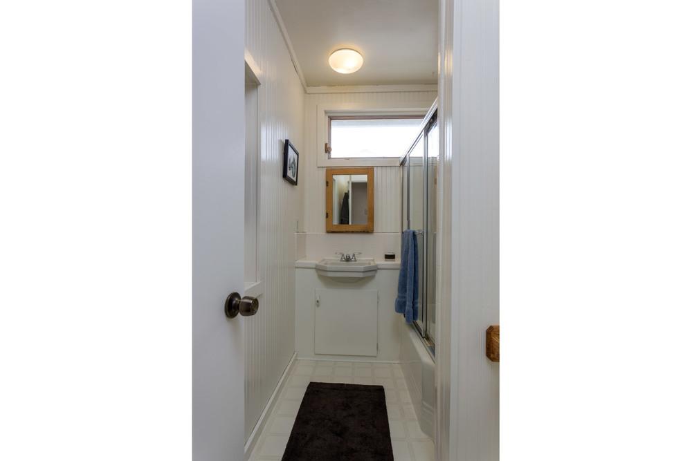 hallway-bath2.jpg