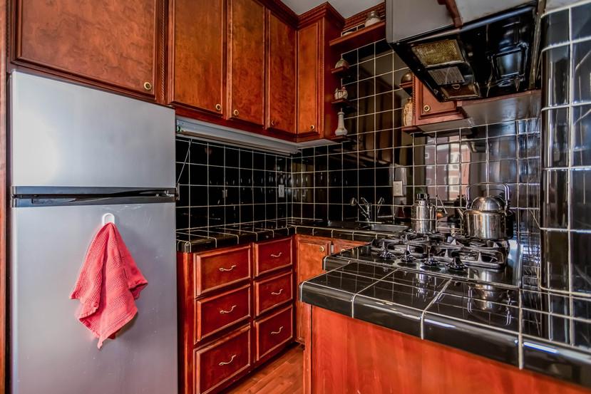 012-Kitchen-1404666-mls.jpg