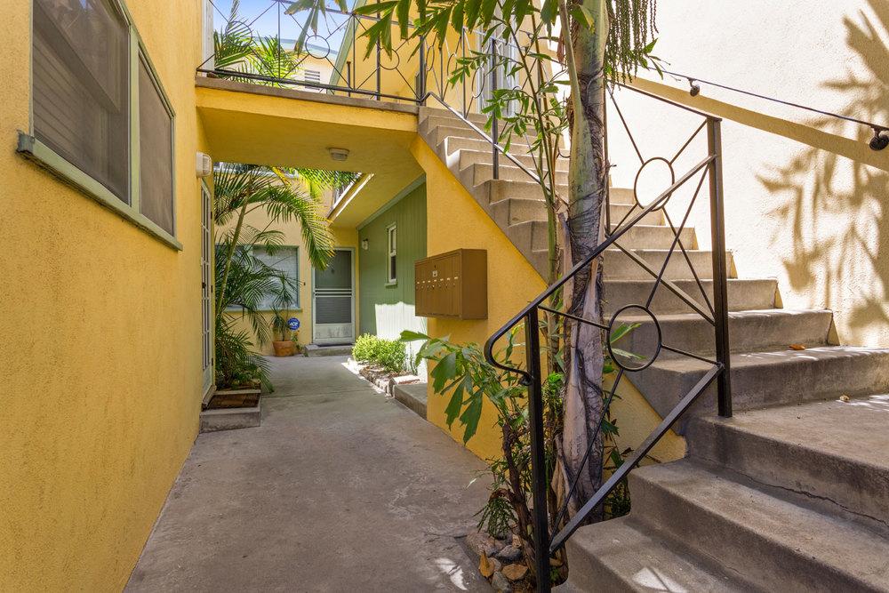 219 Esperanza Ave. Long Beach, CA 90802  1 Bed/1 Bath/ 700 sq ft