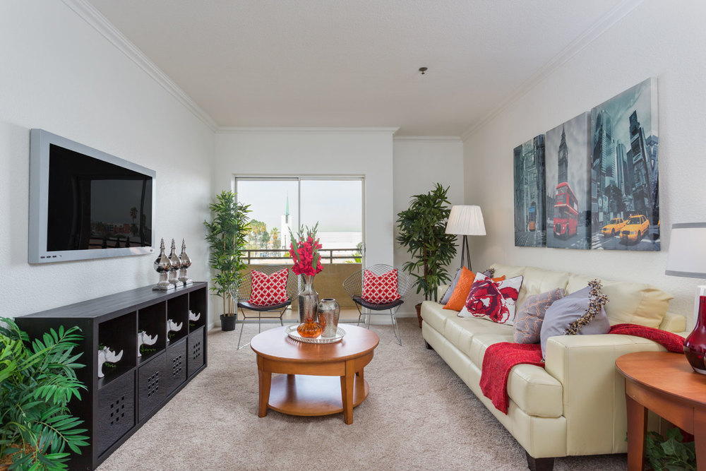 838 Pine ave #416 LONG BEACH, CA 90813  2 Bed/2 Bath/930 sq ft