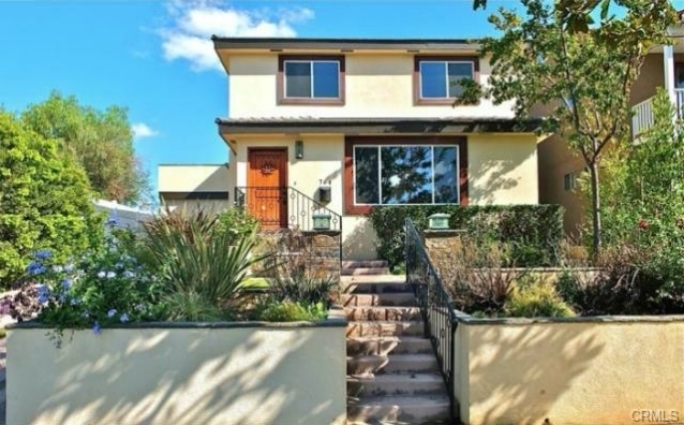 764 LOS ALTOS LONG BEACH, CA 90804  2 bed / 2 bath / 880 sq ft