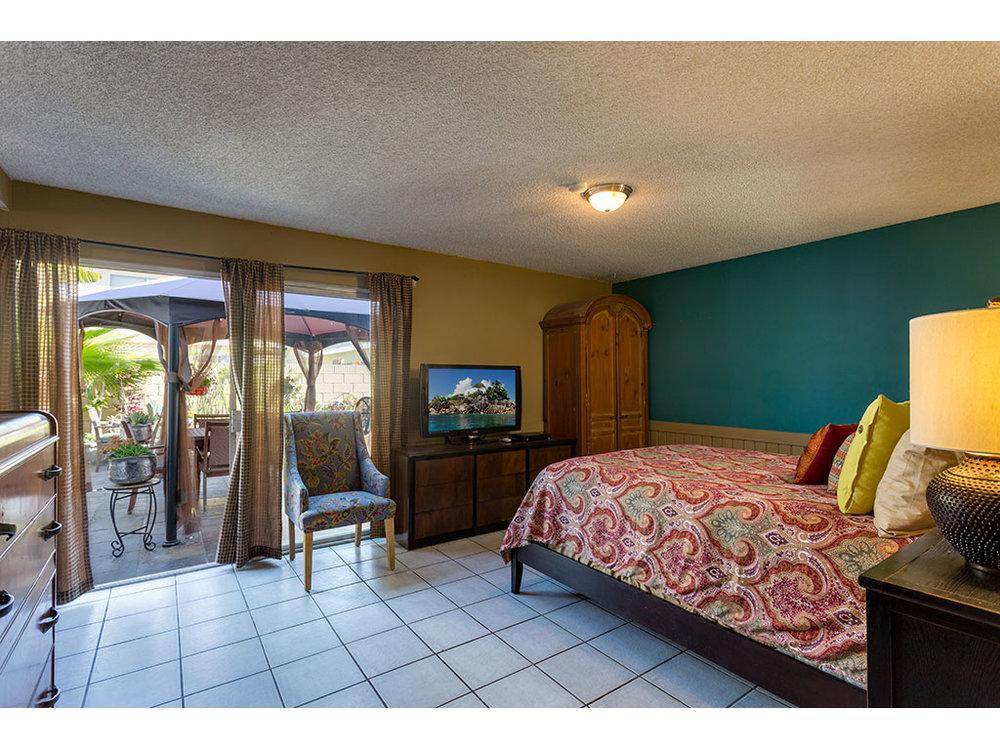 master-bedroom_25848492462_o.jpg