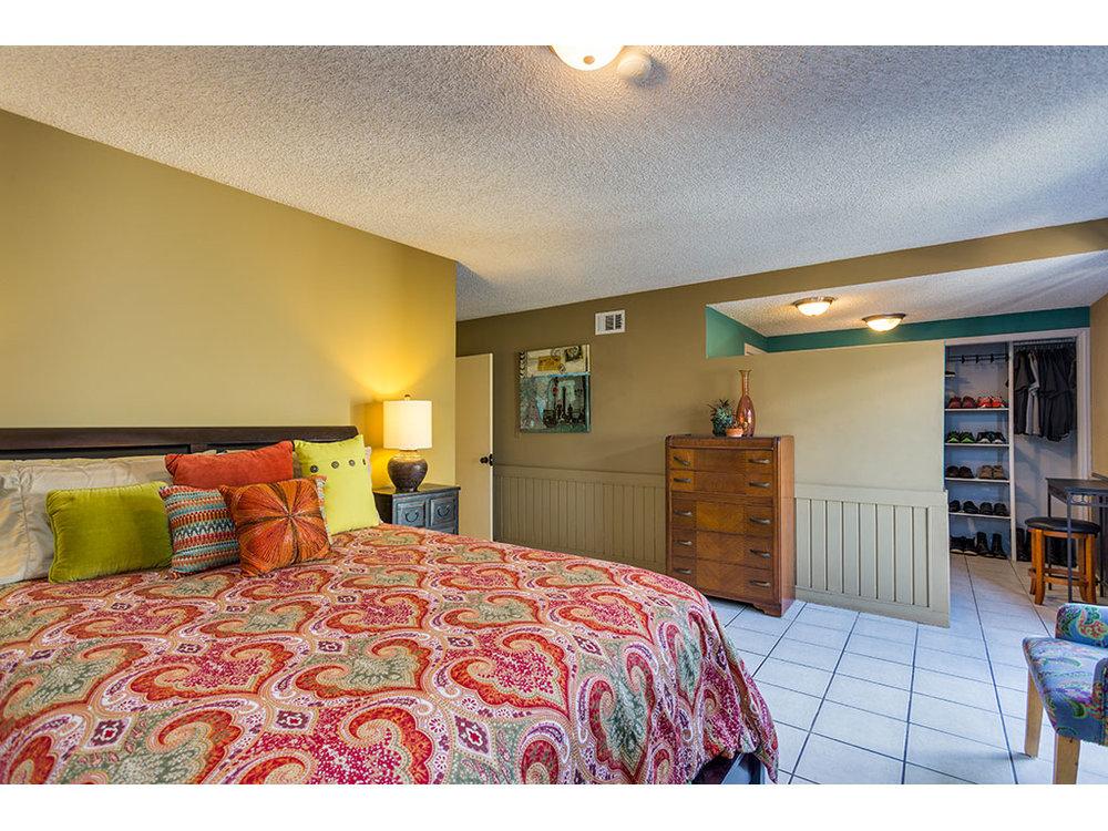 master-bedroom2_25340568143_o.jpg