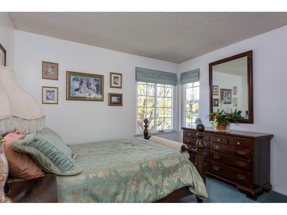 upstairs-bedroom1_16332561330_o.jpg