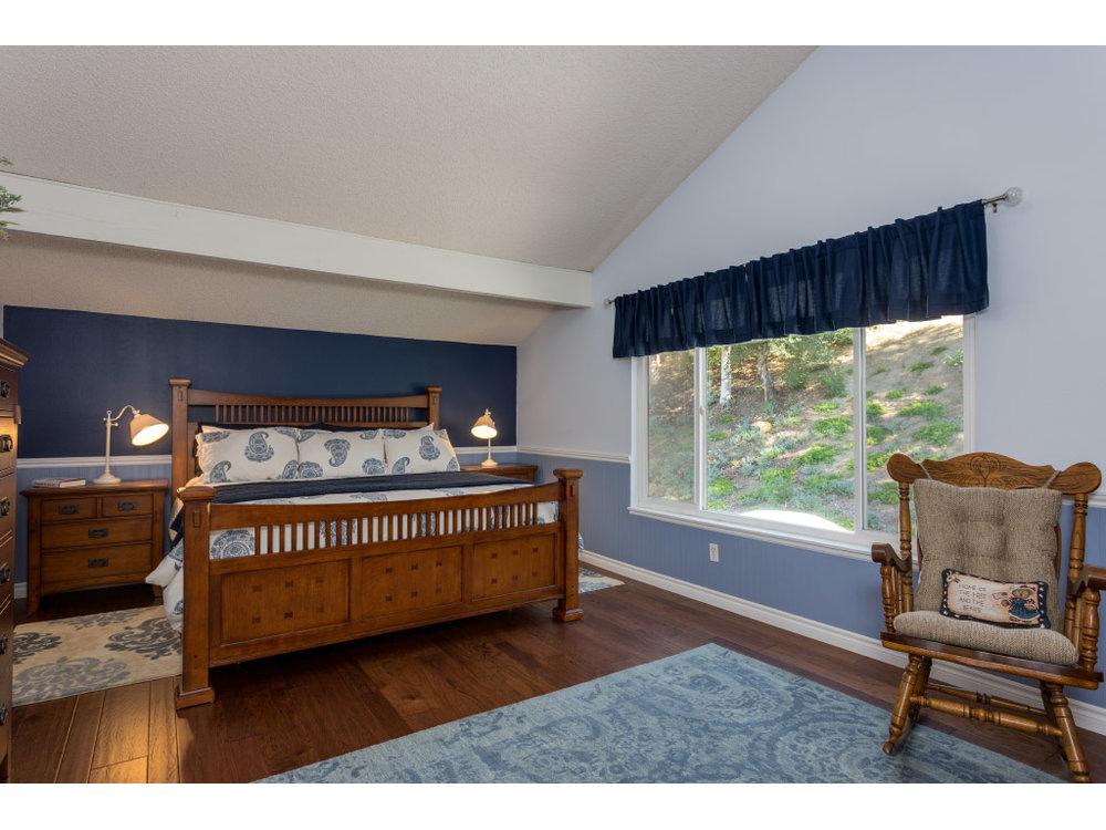 upstairs-masterbedroom_16332560720_o.jpg