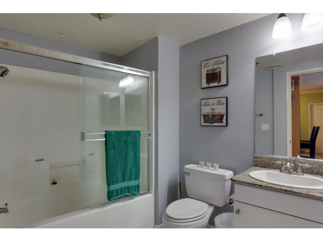 second-bathroom_14513709312_o.jpg