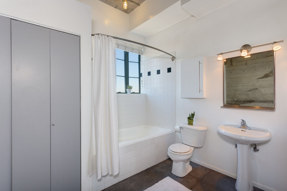 bathroom_9709492681_o.jpg