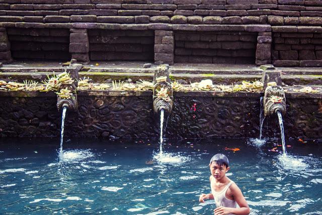 A local boy enjoying the holy water atIsanta Tampak Siring.