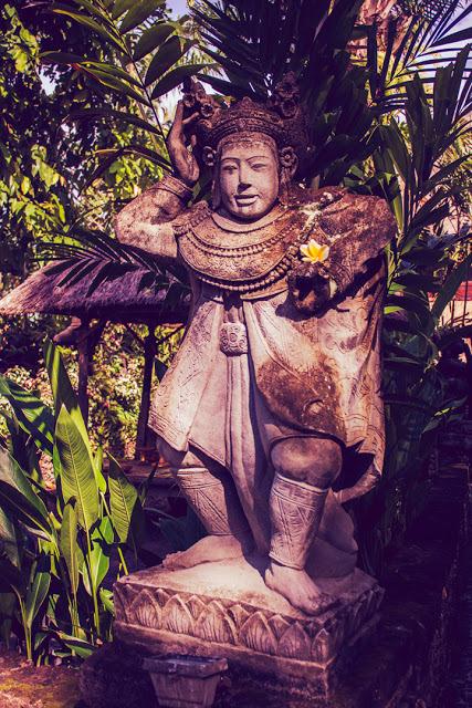 Beautiful statues everywhere.