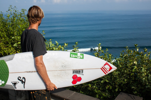 surf check at Uluwatu