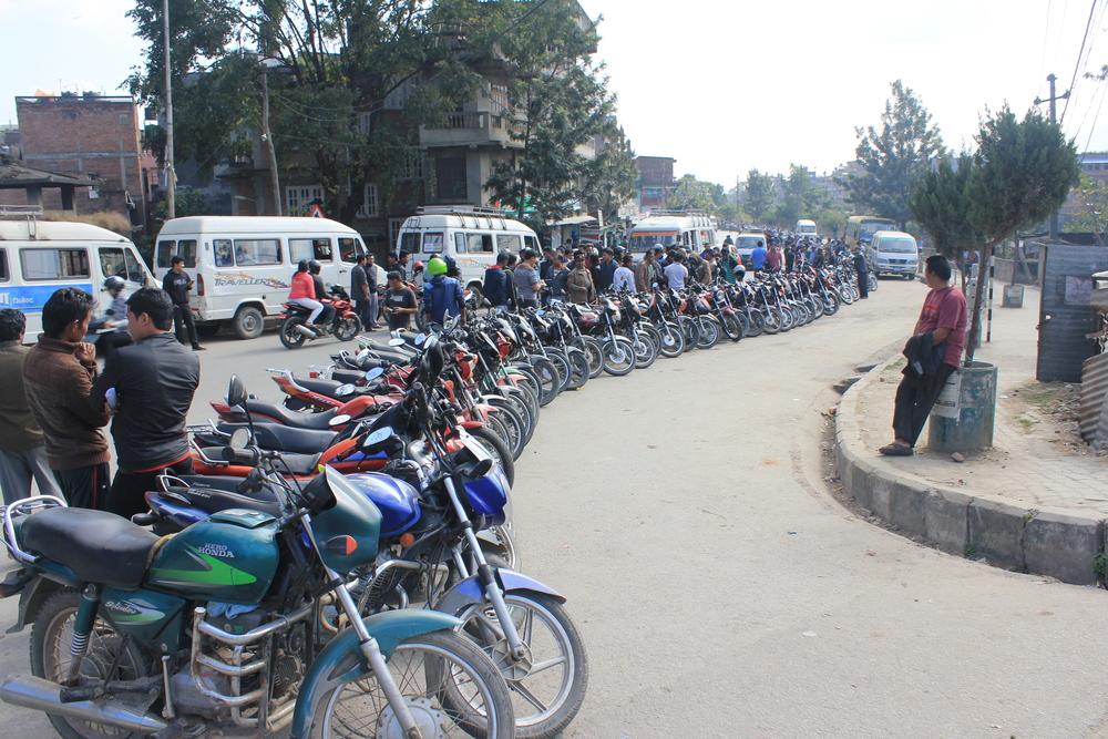 2 Km queue for fuel