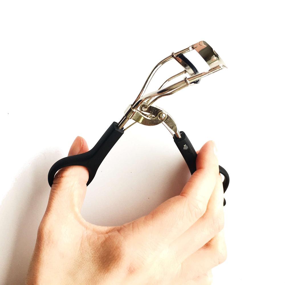 eyelash curler (1).jpg